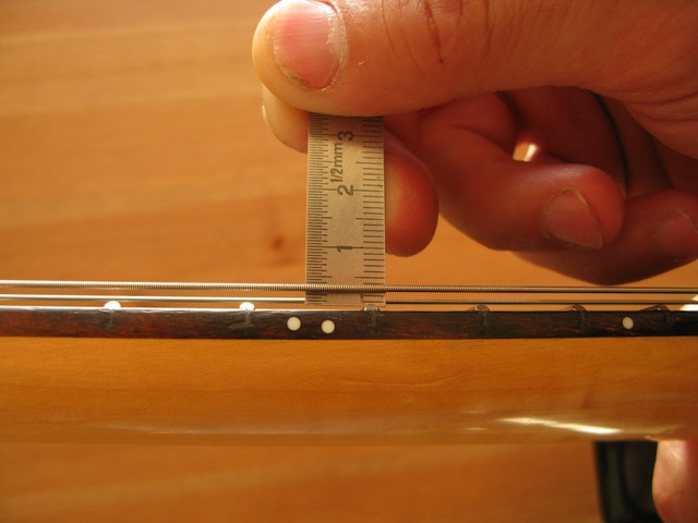 guitare classique hauteur des cordes